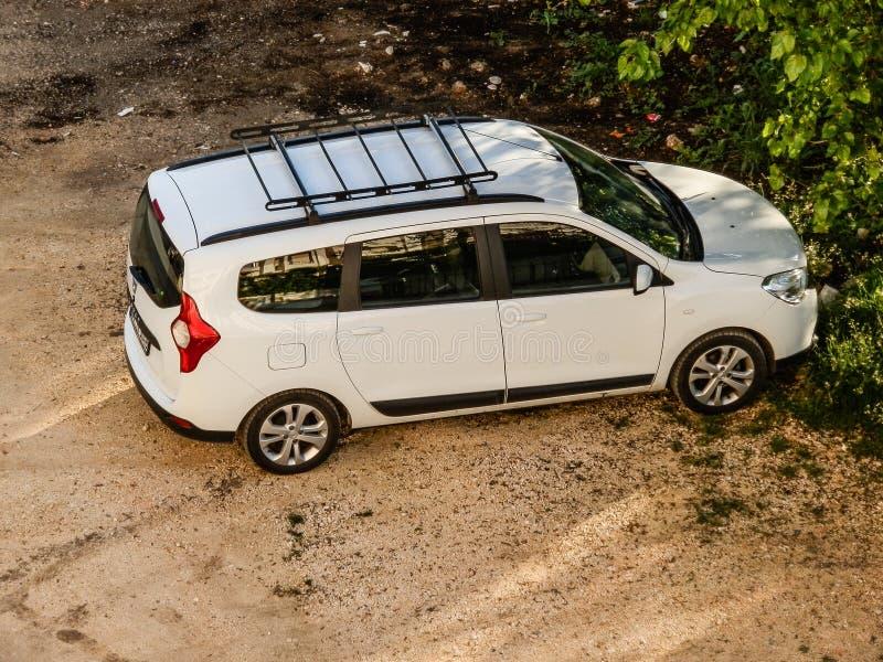 ANTHALYA, TURQUIA, JULHO 7,2017 alugou o carro do turco de Dacia Lodgy fotografia de stock