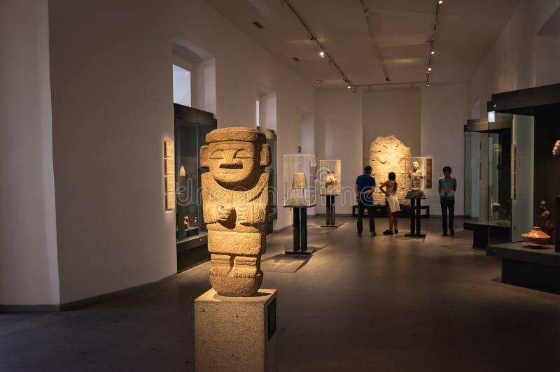 Anthropomorphic skulptur från Colombia på Pre-columbian Art Museum - Santiago, Chile royaltyfri foto