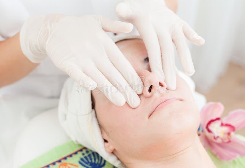 Anti-åldras ansikts- massage royaltyfri fotografi