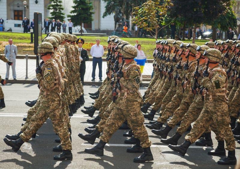 Anti-Ablenkungsgruppe der ukrainischen Armee am Militär-parad lizenzfreies stockfoto
