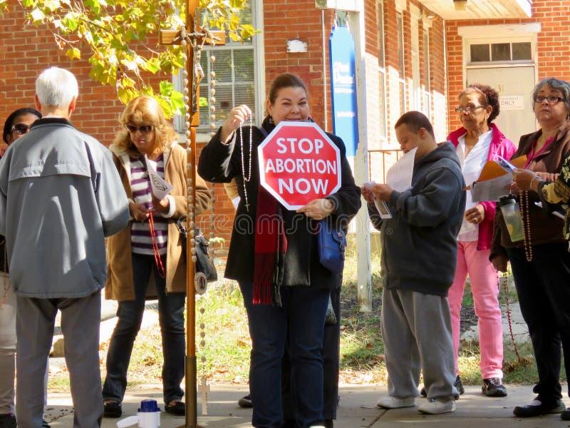 Anti-abortusprotesteerder met teken stock foto's