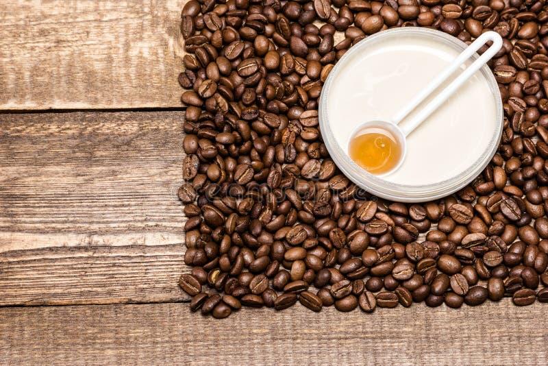 Anti-anti-celluliteschoonheidsmiddelen met cafeïne royalty-vrije stock fotografie