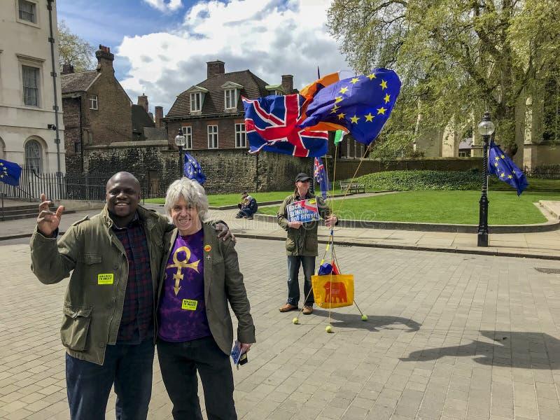 Anti--Brexitpersoner som protesterar i London royaltyfria bilder
