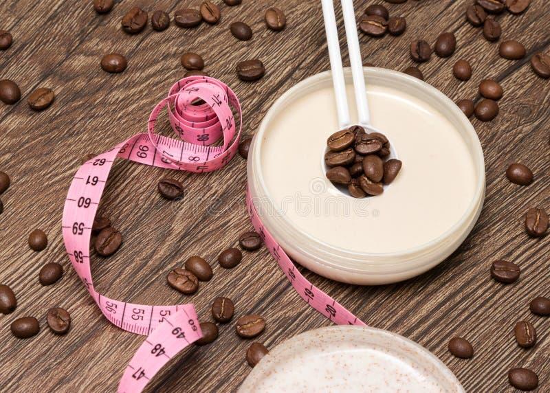 Anti-Cellulitekosmetik mit Koffein stockfoto