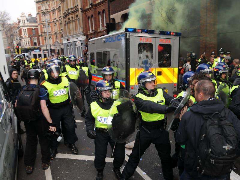 Anti-Cortan protesta en Londres imagen de archivo