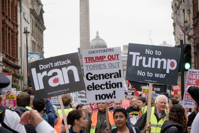 Anti Donald Trump Protesters à Londres centrale photo libre de droits