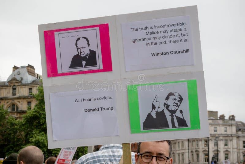 Anti Donald Trump Protesters à Londres centrale image stock