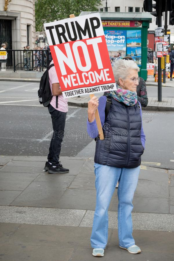 Anti Donald Trump Protesters à Londres centrale photos stock