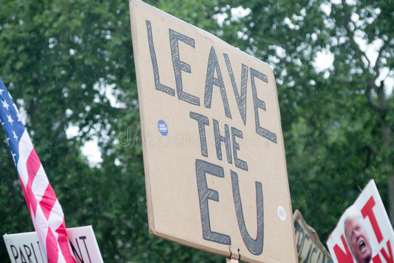 Anti Donald Trump Protesters à Londres centrale image libre de droits