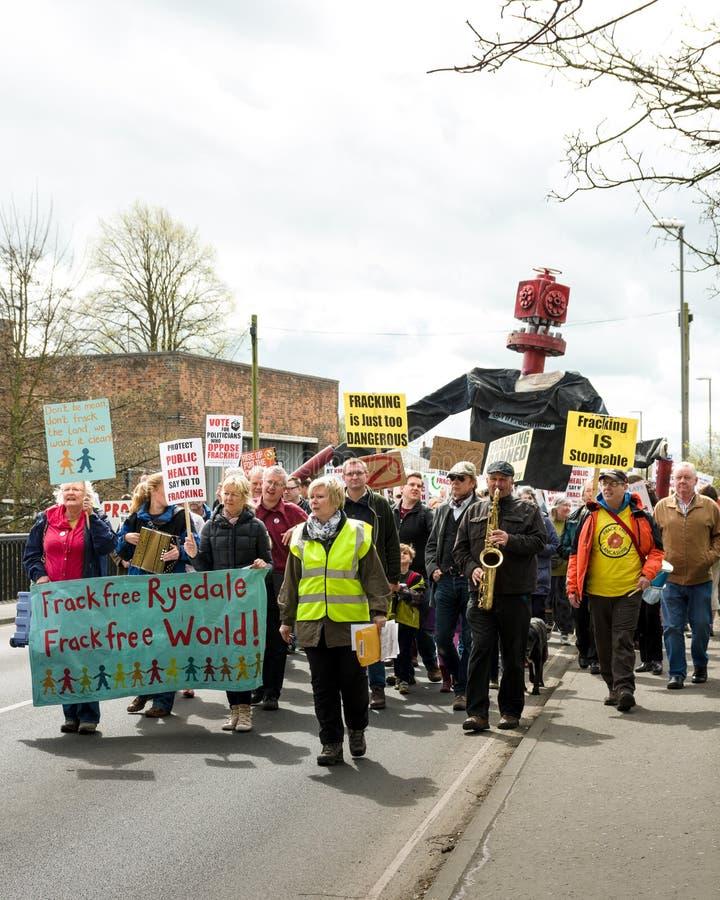 Anti--Fracking März - Malton - Ryedale - Nord-Yortkshire - Großbritannien lizenzfreie stockbilder