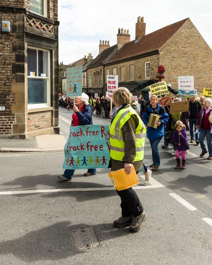 Anti--Fracking März - Malton - Ryedale - Nord-Yortkshire - Großbritannien stockbilder