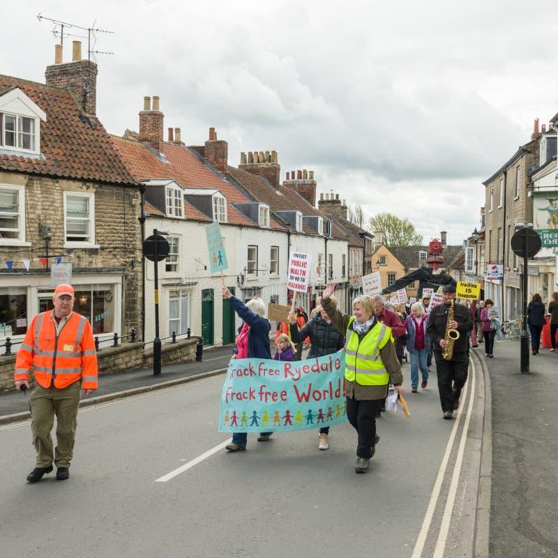 Anti--Fracking März - Malton - Ryedale - Nord-Yortkshire - Großbritannien stockfotografie