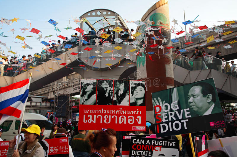 Anti governement plates to expel Yingluck