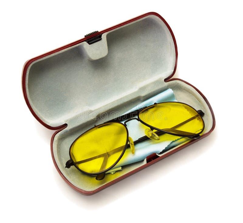 Anti--ilsken blick gula exponeringsglas för chaufför med polariserade polymerlinser i dess fall royaltyfri foto