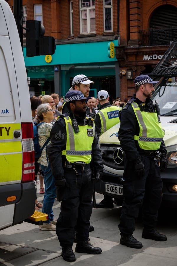 Anti protestations fascistes à Londres photo libre de droits