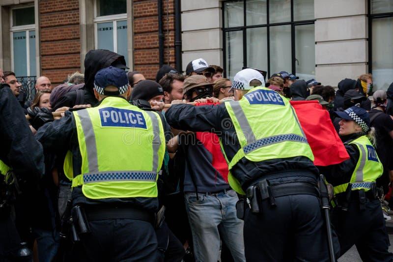 Anti protestations fascistes à Londres photographie stock libre de droits