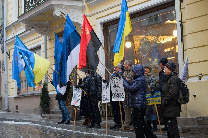 Anti--ryss postering i service av Ukraina på en stadsgata royaltyfria bilder