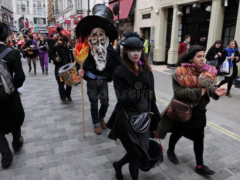 Anti-Schneiden Protest in London lizenzfreie stockfotografie