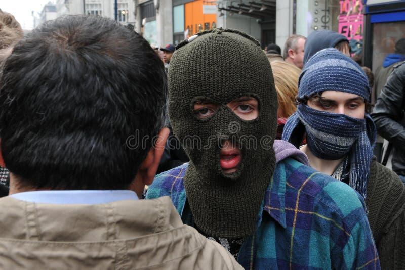 Anti-Tagliano il protestatore a Londra immagine stock