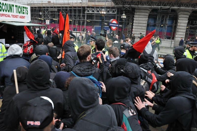 Anti-Tagliano la protesta a Londra immagine stock