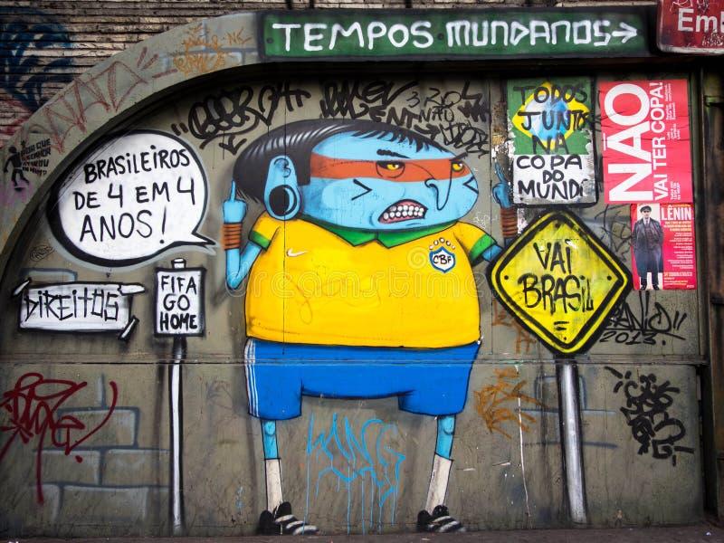 Anti--värld koppgata Art Protest i Sao Paulo, Brasilien arkivbilder