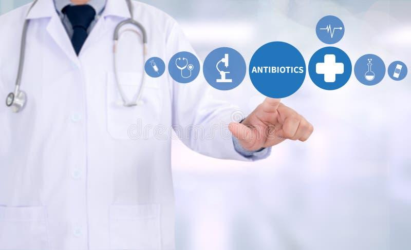 ANTIBIÓTICOS CONCEITO e antibióticos - mistura impressa do diagnóstico imagem de stock royalty free