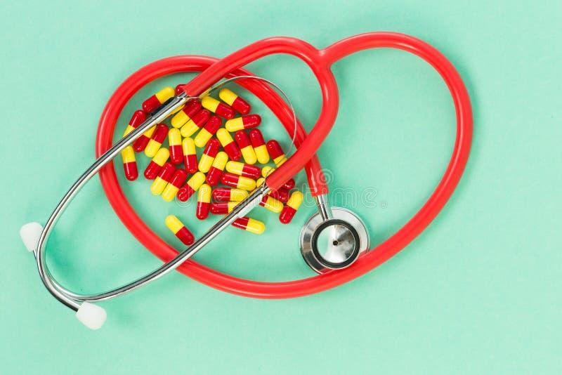 Antibiotica en stethoscoop stock fotografie