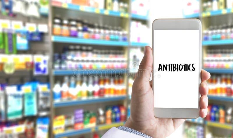 ANTIBIOTICI ed antibiotici - droga stampata di terapia della miscela di diagnosi fotografia stock
