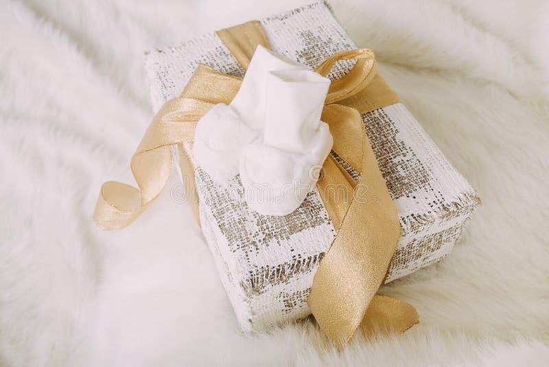 Anticipación para el bebé que viene el tiempo de la Navidad imagen de archivo