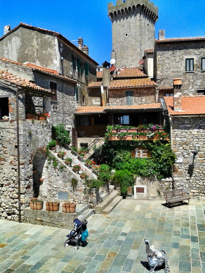 Download Antico Di Capalbio Di Borgo Fotografia Stock - Immagine di villaggio, pietre: 56883006