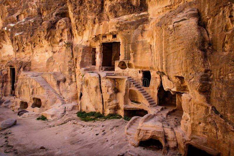 Antico sito di Nabataean nel famoso luogo tortuoso di Petra in Giordania fotografie stock libere da diritti