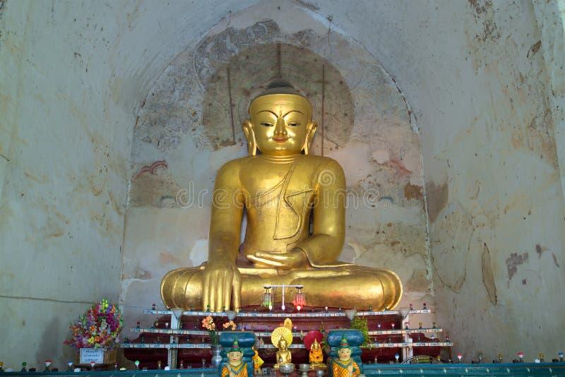 Antiek beeldhouwwerk van gezette Boedha in oude tempel gawdaw-Palin myanmar stock afbeelding