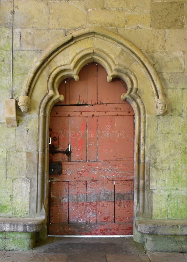 Antiek Dull Red Door stock afbeelding