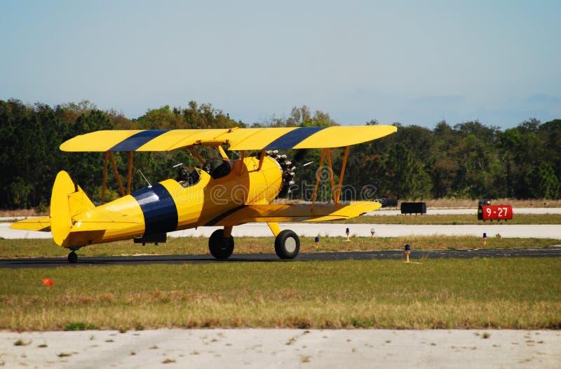 Antiek geel vliegtuig stock fotografie