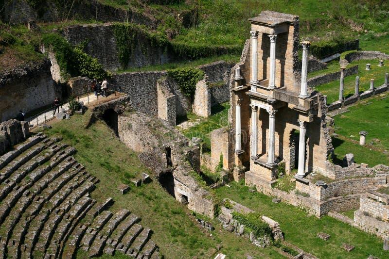 Antiek roman theater stock afbeeldingen
