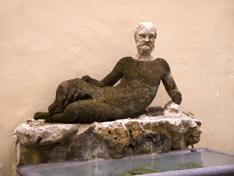 Antiek Silenus-standbeeld via del Babuino, Rome, Italië stock afbeeldingen