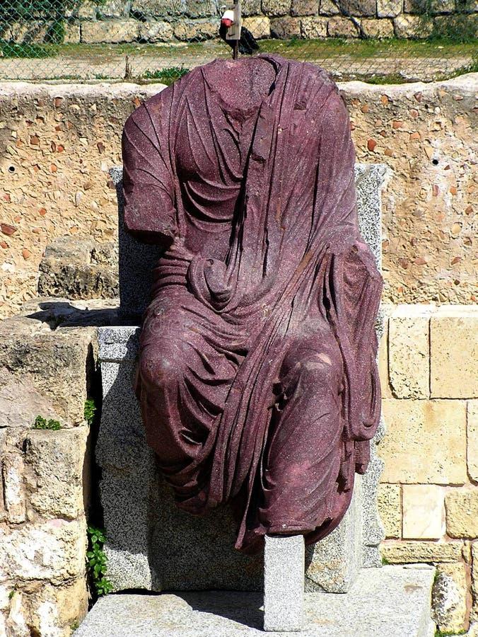 Antiek standbeeld van de roman keizer in Caesarea Nationaal Park, Israël royalty-vrije stock afbeelding