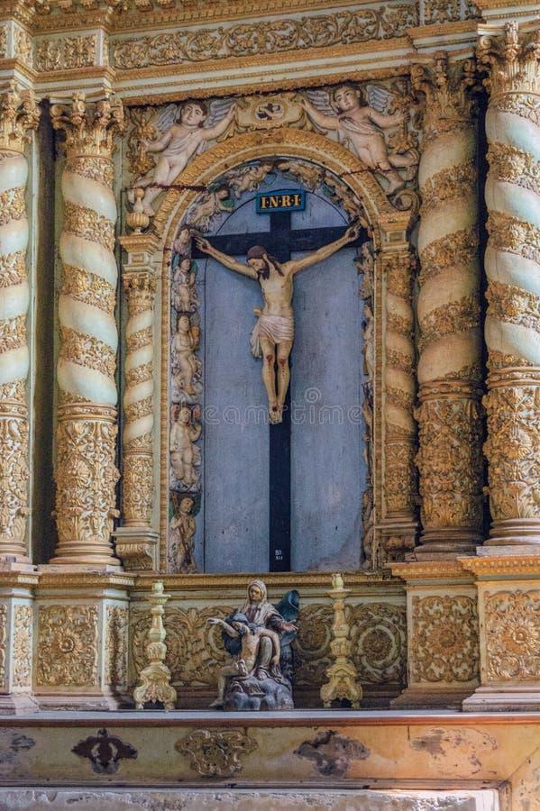 Antiek standbeeld van kruisiging van Jesus Christ stock fotografie