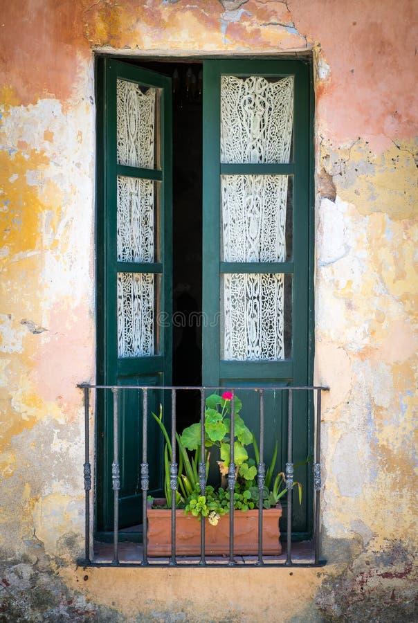 Antiek venster in Colonia stock afbeelding