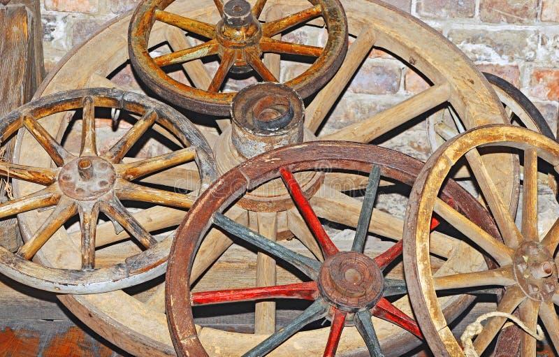 Antiek wagenwiel stock afbeelding