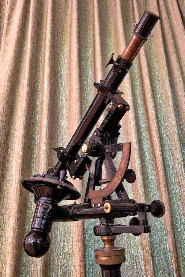Antieke astronomische telescoop in een museum royalty-vrije stock afbeeldingen