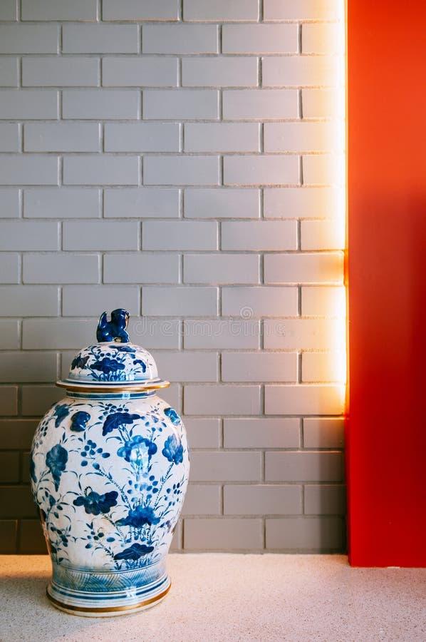 Antieke Blauwe en witte Chinaware bloemvaas, Chinees porselein stock afbeelding