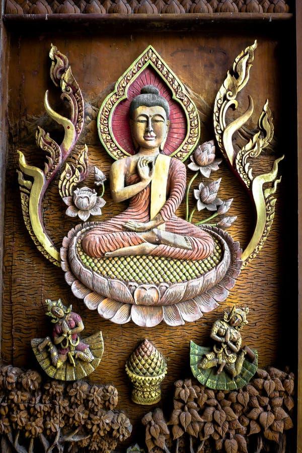 Antieke Boedha beeldhouwde hout in de Tempel royalty-vrije stock fotografie