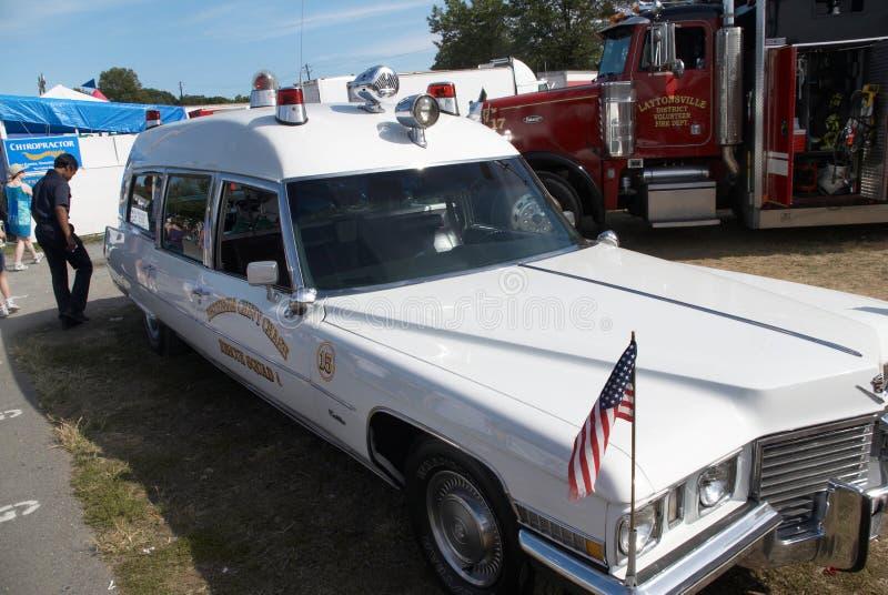 Antieke Cadillac-ziekenwagen stock afbeeldingen