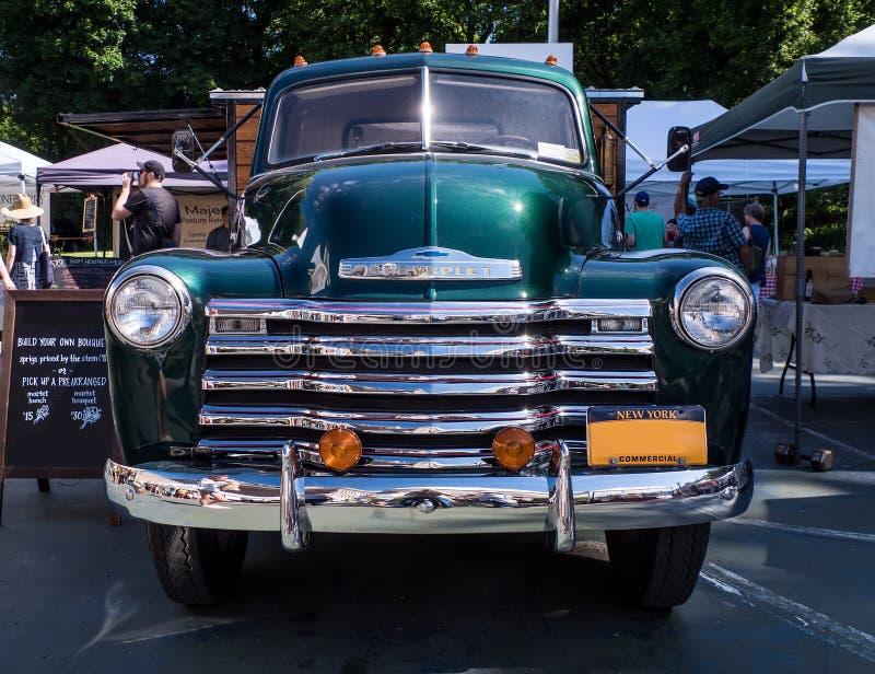Antieke Chevrolet-vrachtwagen - frontale mening stock foto's