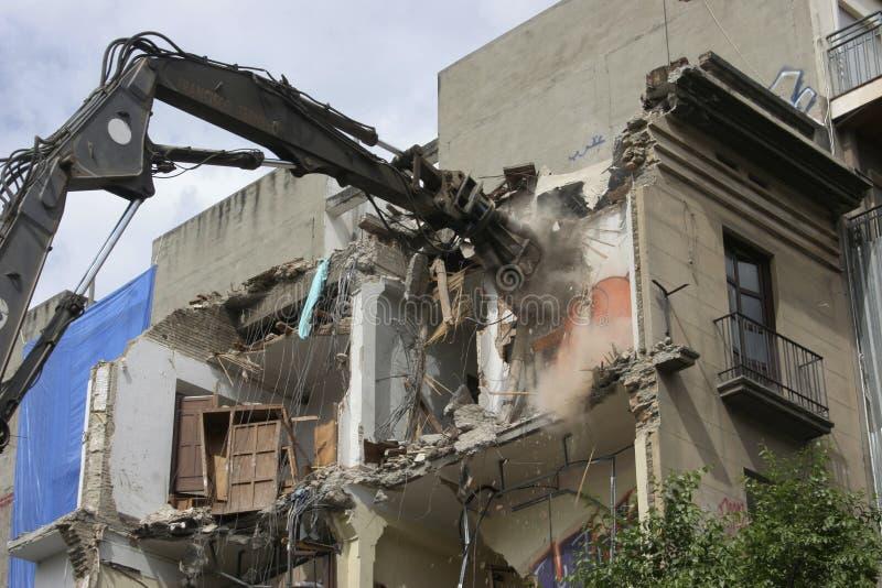Antieke de bouwvernieling, backhoe die een gebouw vernietigen royalty-vrije stock foto