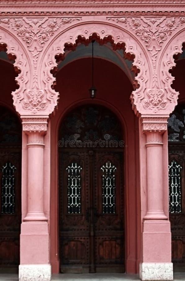 Antieke deuren en kolommen, Uzhgorod, de Oekraïne stock foto