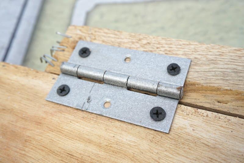 Antieke deurscharnier stock foto
