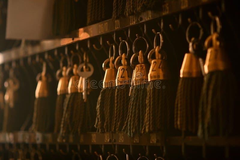 antieke hotelsleutels stock foto