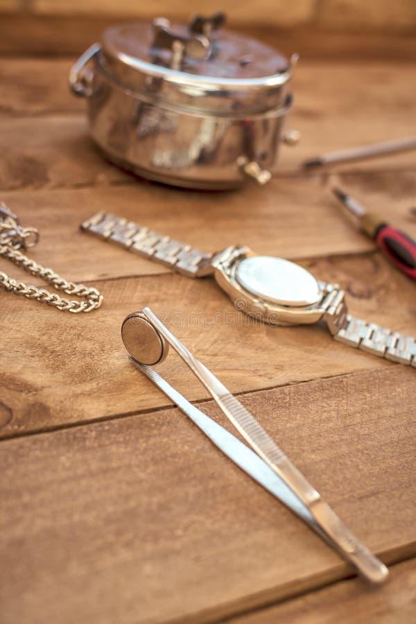 Antieke houten het werklijst van een horlogemaker royalty-vrije stock fotografie